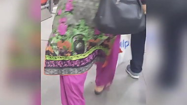 Pakistani auntie candid with extra treats