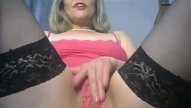 Horny mature loves to squirt