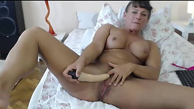 Mauture Strong Woman Using A Dildo