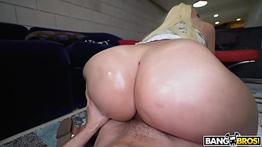 Sexy Alexis Andrews Riding On Bid Cock