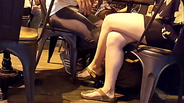 candid girl crossed legs sexy long feets toes