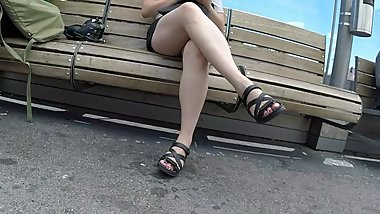 BEST 2018 SEXY TEEN MILF LEGS CROSSED TOES AMATEUR VOYEUR CANDID FEET 11