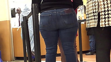Wide Hips Big Booty MILF