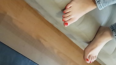 cute yng gf's perfect feets sexy red toes
