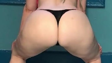 Sexy blonde  in a thong twerks her big fat ass
